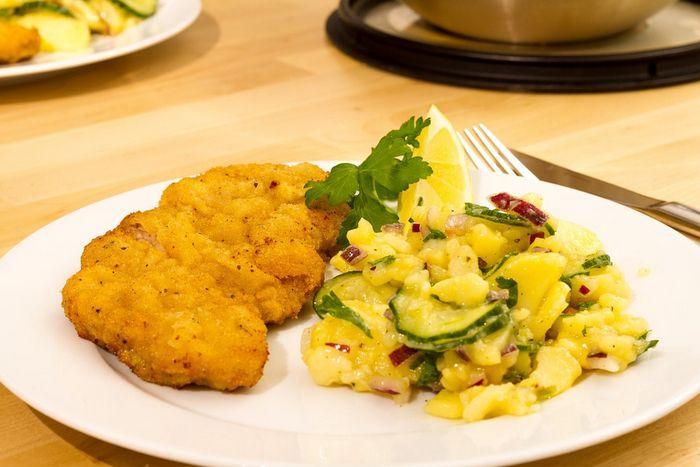 Шницель с картофельным салатом