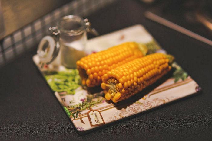 Сваренная молодая кукуруза
