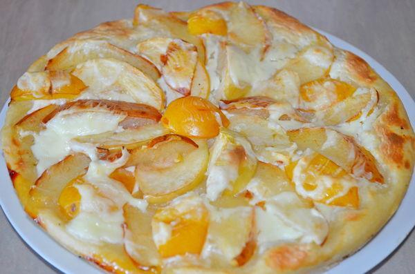 Вкусная фруктовая пицца