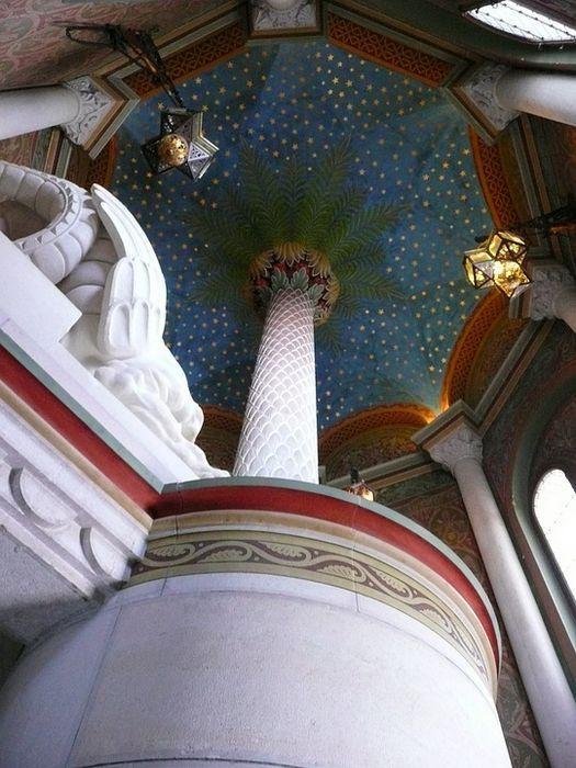 Замок Нойшванштайн, колонна
