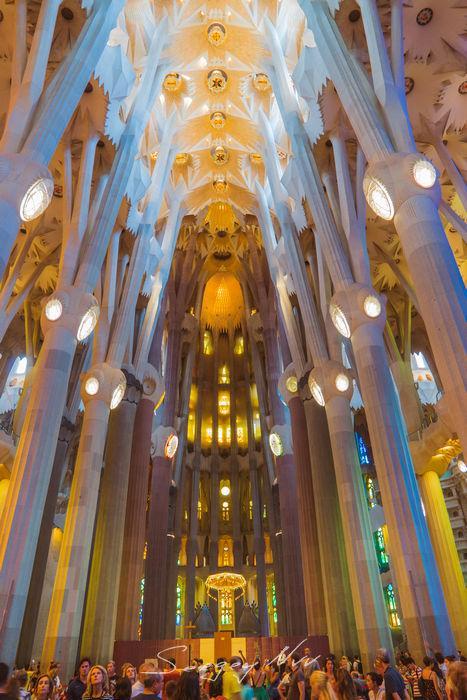 La Sagrada Familia интерьер