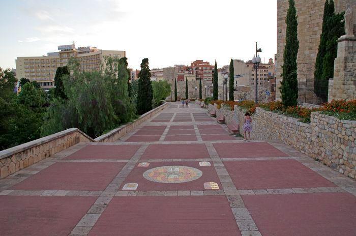 Таррагона - города древнеримских памятников и старинных монастырей