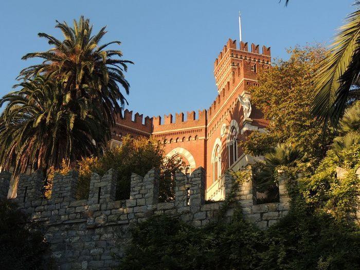 Замок Альбертис, Генуя