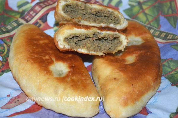 жареные пирожки с печенью и картошкой