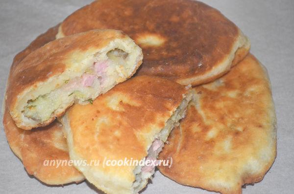 пирожки на сметане без дрожжей с картошкой и колбасой