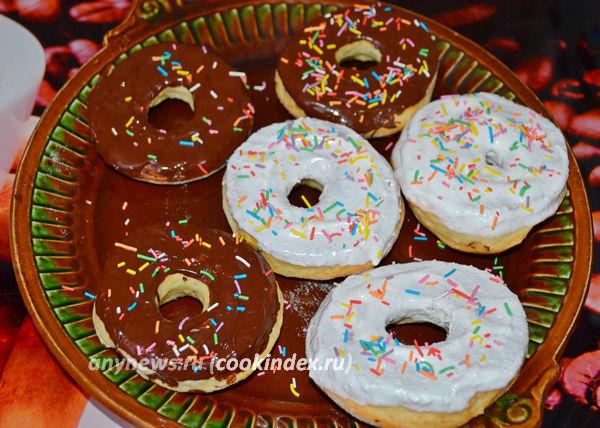 Пончики в сахарной и шоколадной глазури