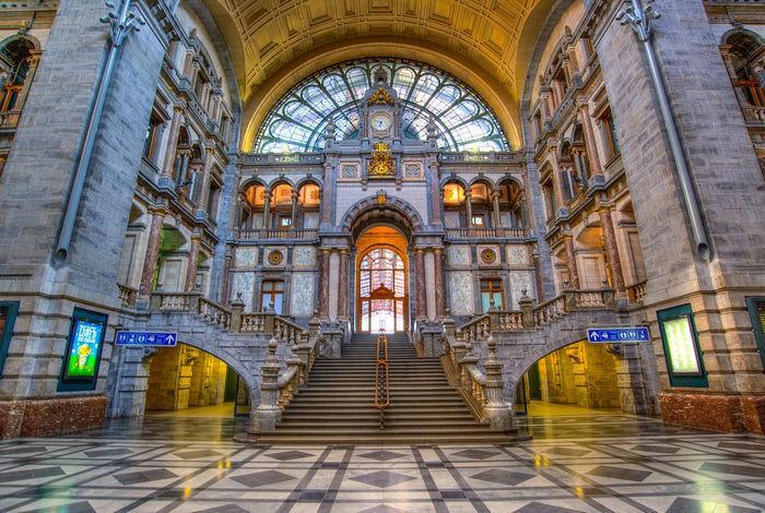 Антверпен-Центральный — главный железнодорожный вокзал Антверпена