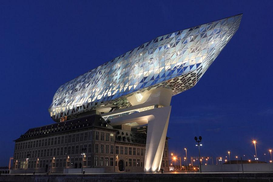 Здание администрации порта Антверпена по проекту Захи Хадид