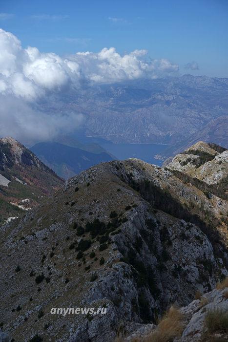 Вид с вершины на Которский залив