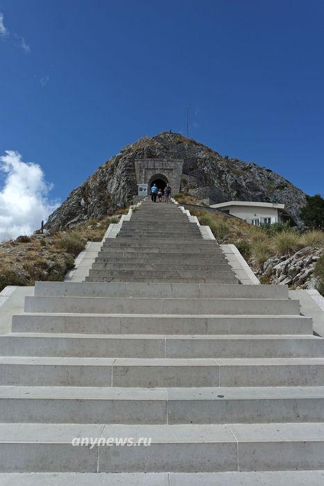 Подъем на вершину горы Ловчен