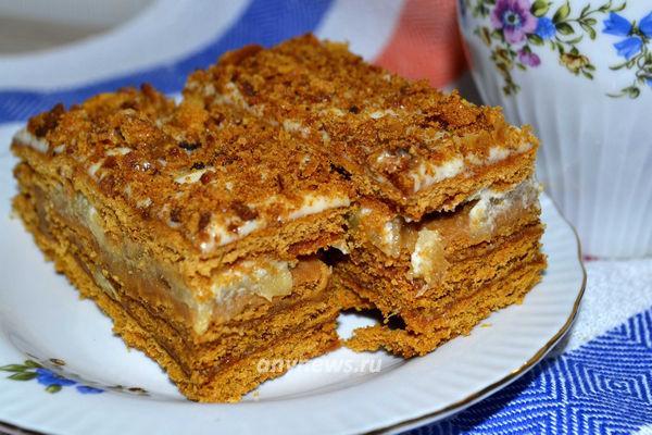 Домашний медовый торт со сгущенкой и яблочным пюре