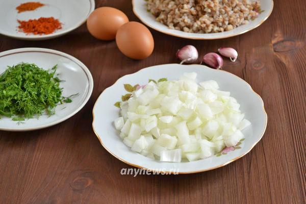 Гречаники с куриным фаршем на сковороде