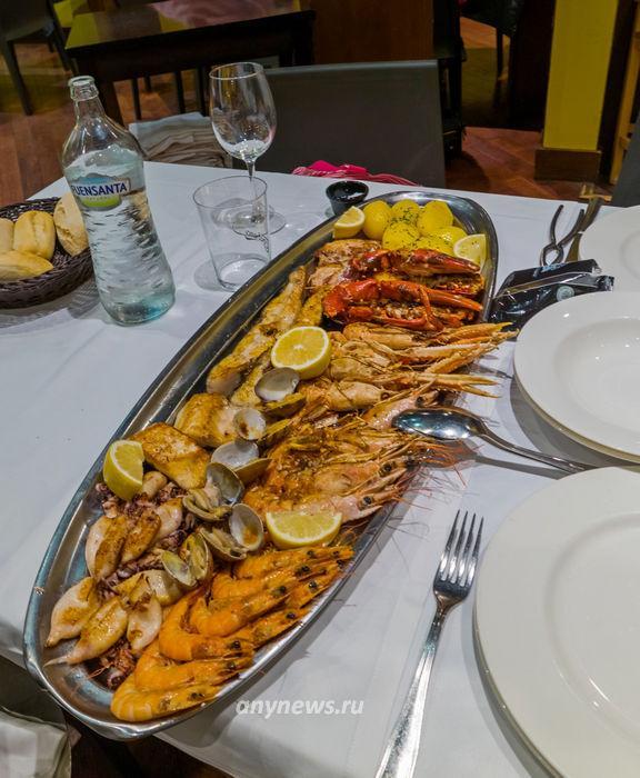 Рыбное ассорти в одном из ресторанов Овьедо