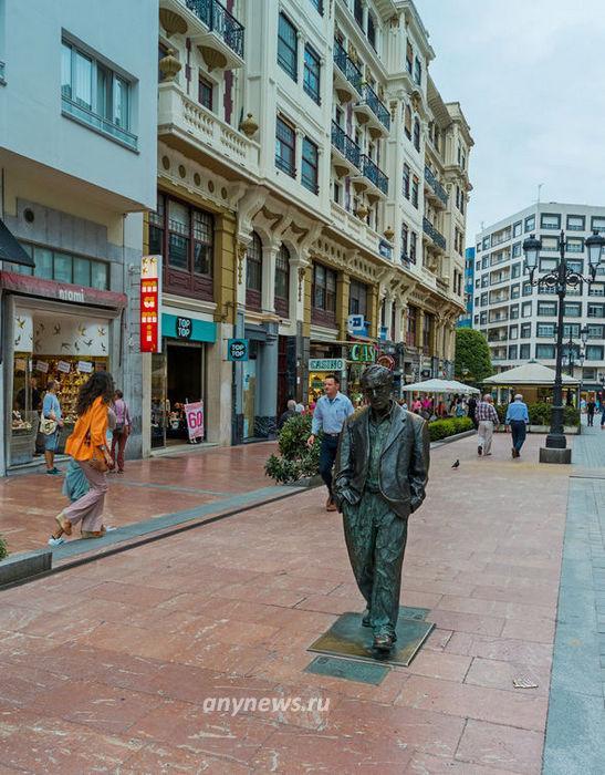 Памятник Вуди Аллену в Овьедо