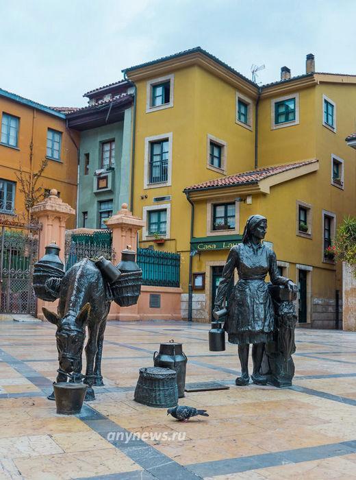 Множество скульптур на улицах характерная особенность Овьедо