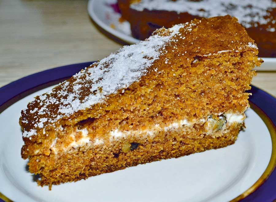 Морковный торт с кремом из сметаны - рецепт с фото