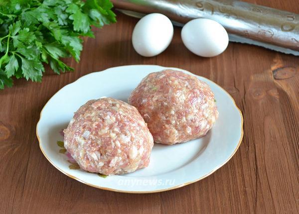 Котлеты запеченные с яйцом в духовке