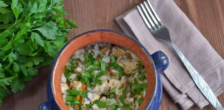 Курица с рисом в горшочках - рецепт с фото