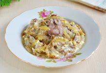 Куриная печень с луком в горшочках - рецепт