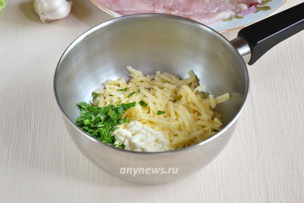 Куриный рулет с сыром, маслинами и майонезом