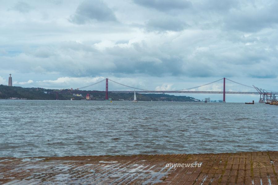 Вид с набережной на статую Христа и Мост 25 апреля