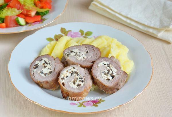 рулет из свинины с начинкой