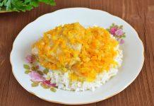 Курица тушеная с морковью и луком на сковороде - рецепт