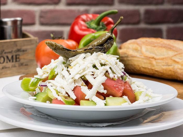 Традиционный болгарский салат