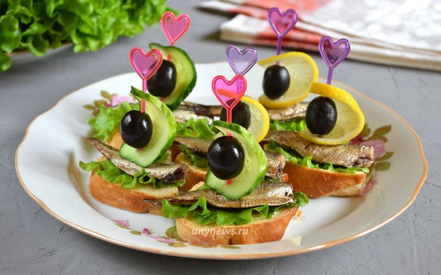 бутерброды со шпротами и огурцом - рецепт