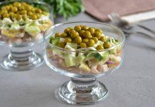 Куриный салат с блинчиком и свежими огурцами