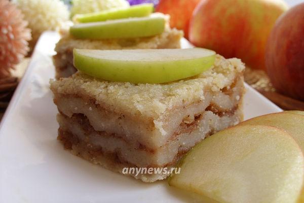 сухой пирог с яблоками и манкой