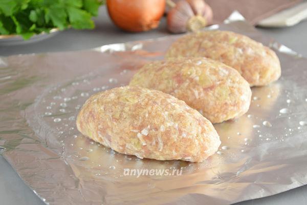 Куриные зразы с яйцом и сыром в духовке