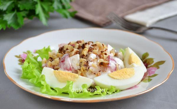 Салат с жареными грибами и яйцом
