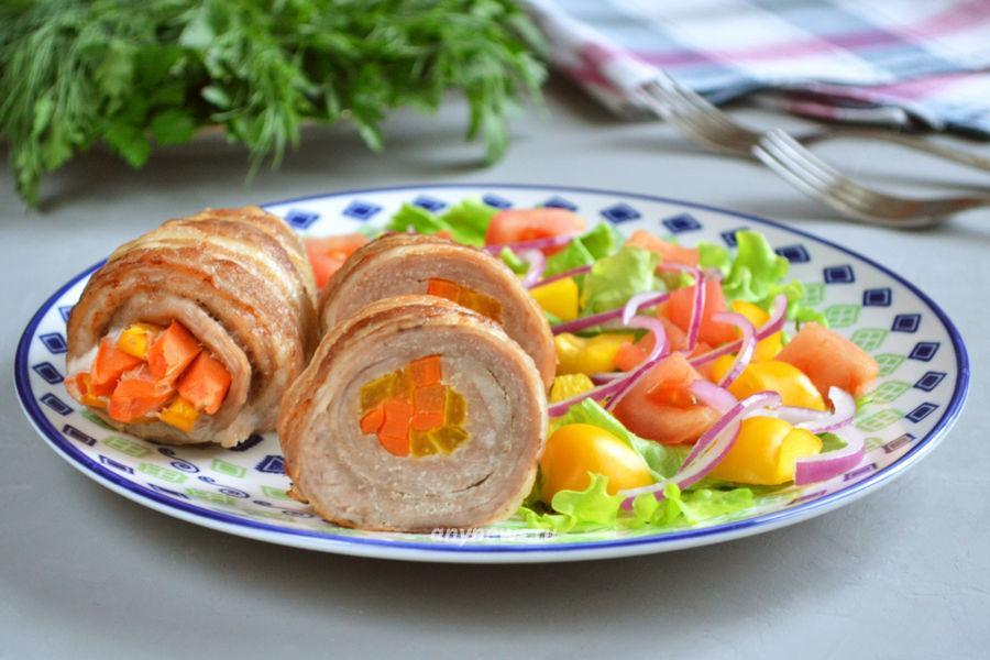 Рулетики из свинины с начинкой - рецепт