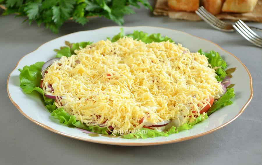 Салат из куриного филе с сыром и помидором - рецепт