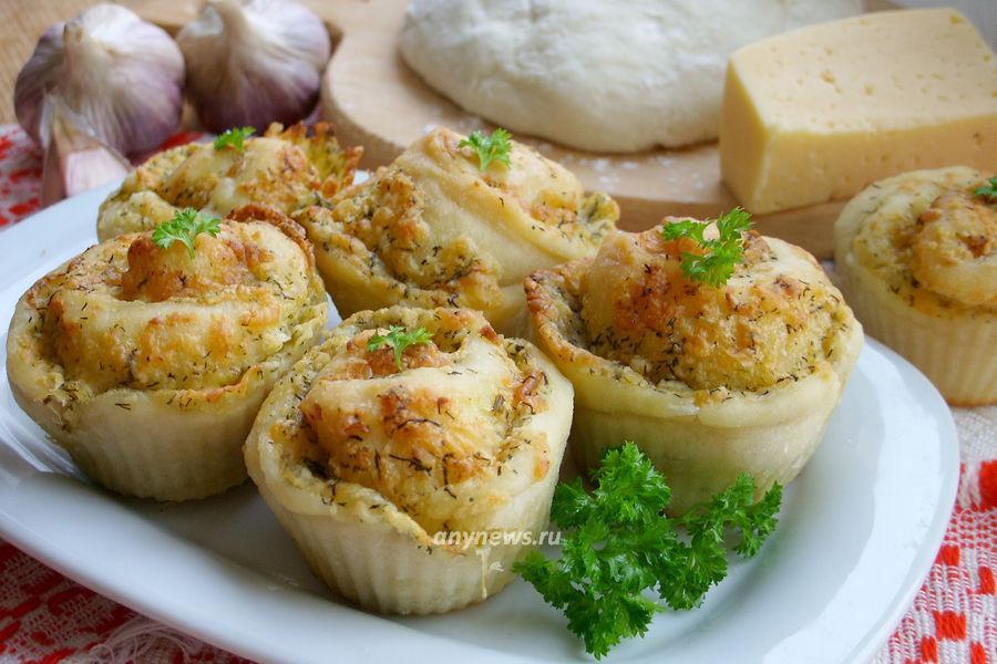 Закусочные булочки с сыром и чесноком - рецепт