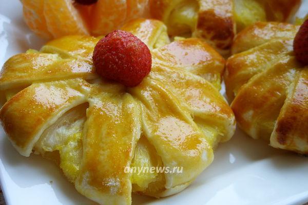 ананасы в слоеном тесте