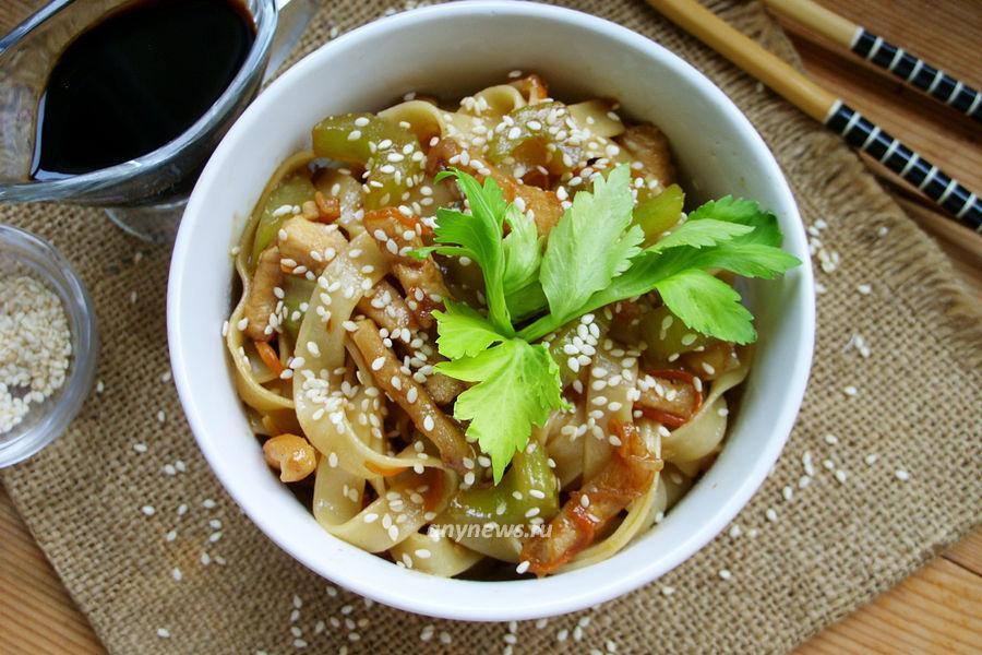 Лапша с курицей и овощами - рецепт