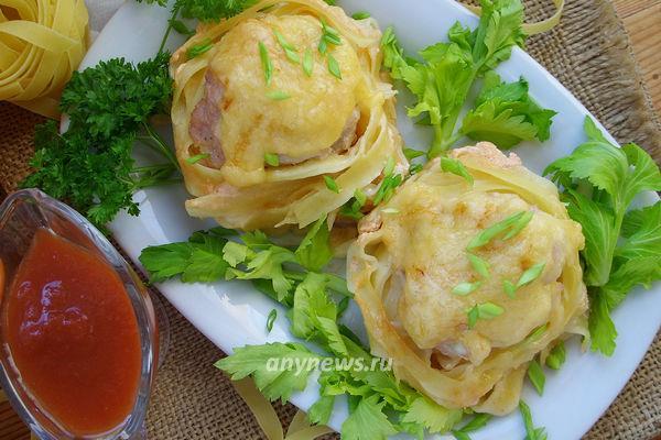 макаронные гнезда с фаршем - рецепт с фото
