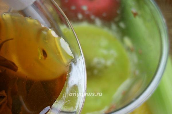 Смузи из сельдерея, яблок и киви