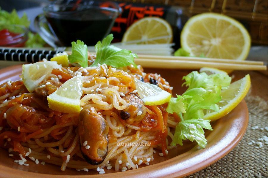 Рисовая лапша с мидиями и овощами - рецепт