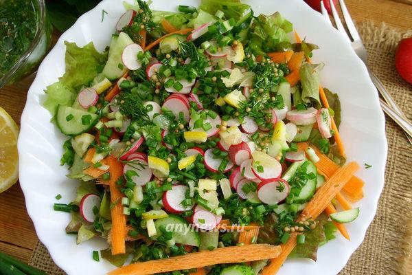 салат с редиской, огурцом и зеленым луком