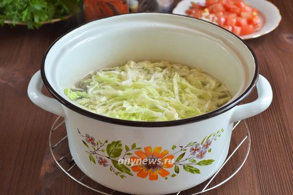 Щи из свежей капусты с тушенкой - рецепт пошаговый с фото