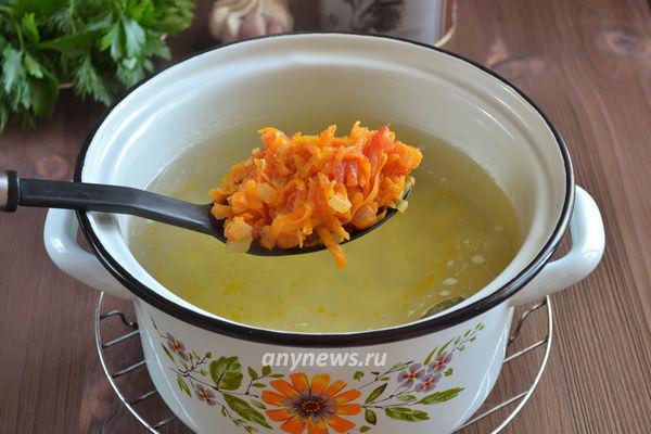Суп с картошкой и тушенкой из говядины