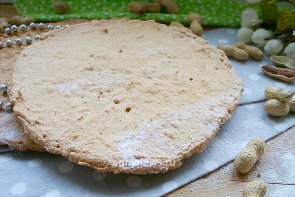 Белковые коржи с орехами для торта