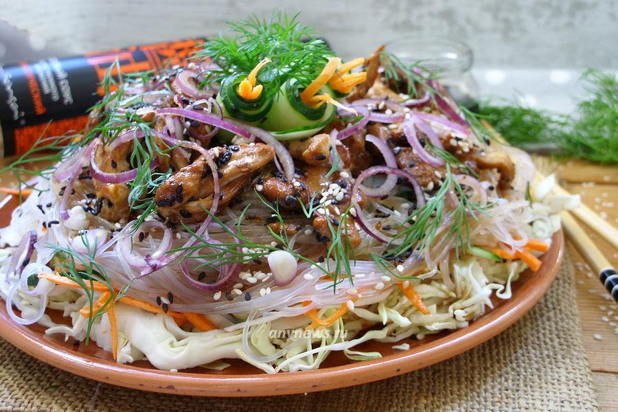 Салат с фунчозой и курицей - рецепт