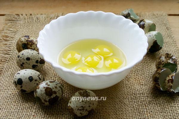 Омлет из перепелиных яиц на сковороде