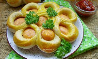 Сосиски в тесте цветочком в духовке - рецепт