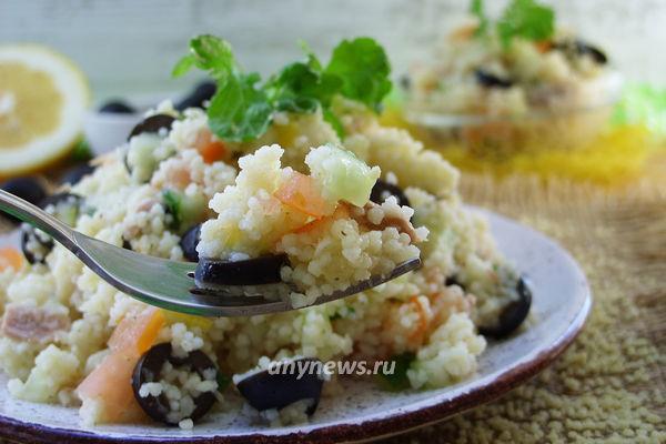 Теплый рыбный салат с тунцом и кускусом