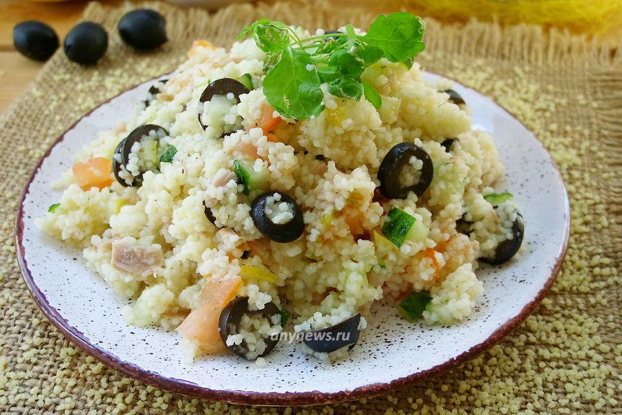 Теплый салат с тунцом и кускусом - рецепт